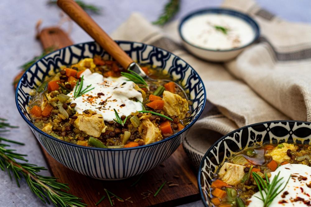 Soupe de poulet aux lentilles et légumes