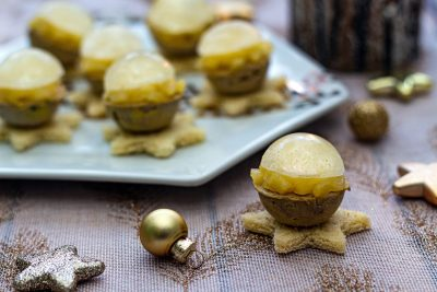 Boules de foie gras, gelée de champagne et pommes caramélisées