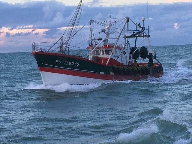 Bateau de pêche pour la Noix de Saint-Jacques label Rouge