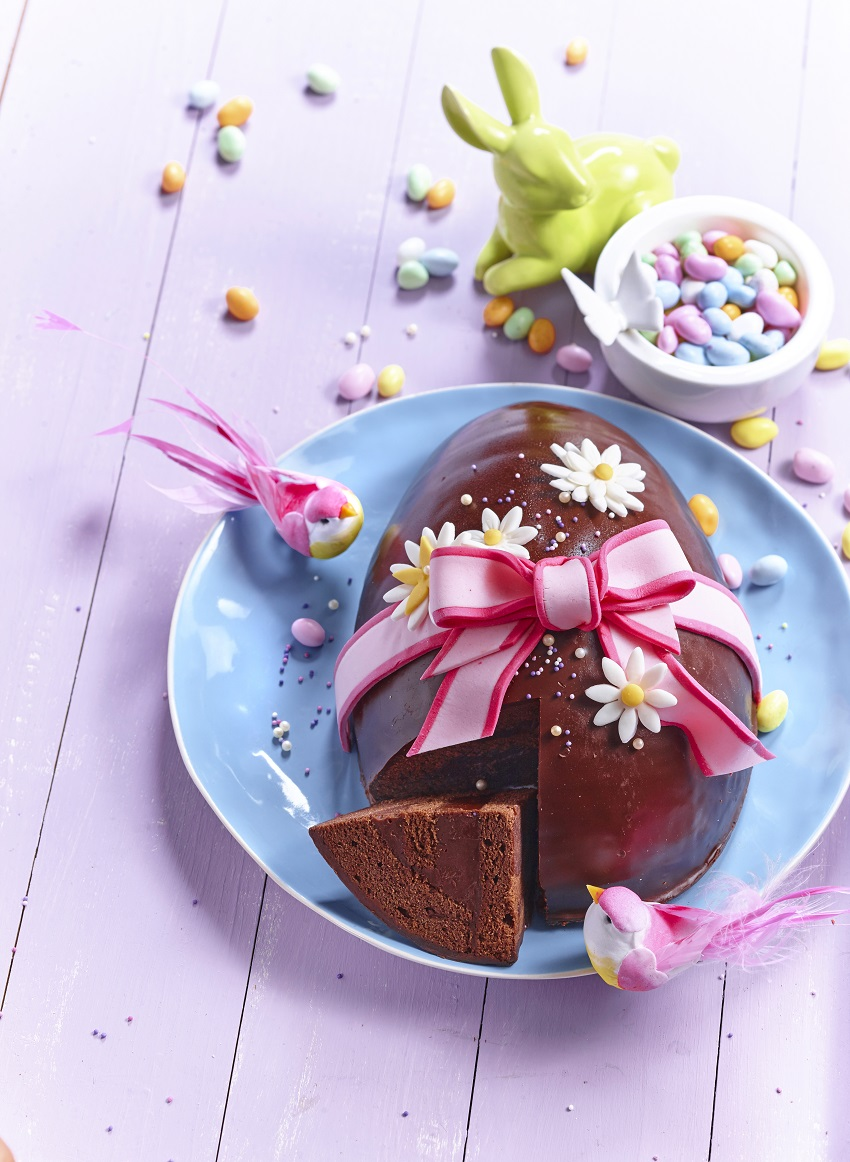 Gâteau de Pâques en forme d'oeuf